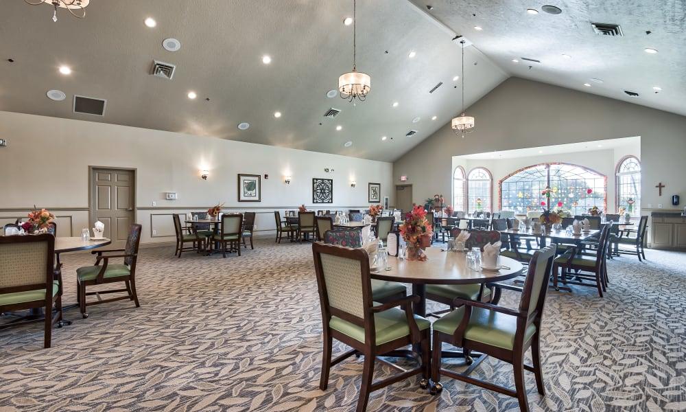 Spacious dining hall at Oak Pointe of Warrenton in Warrenton, Missouri