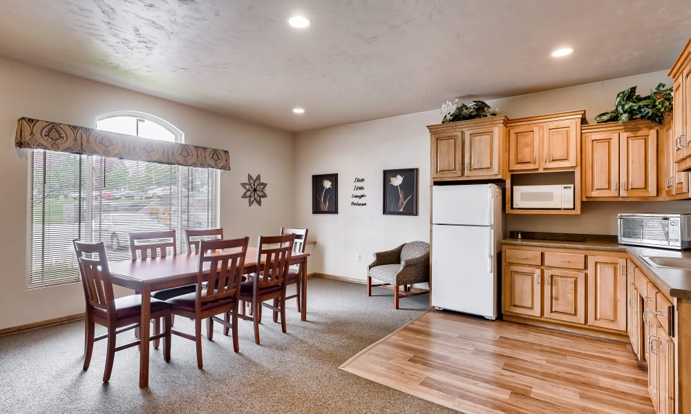 A kitchen and dining room at Allouez Sunrise Village in Green Bay, Wisconsin