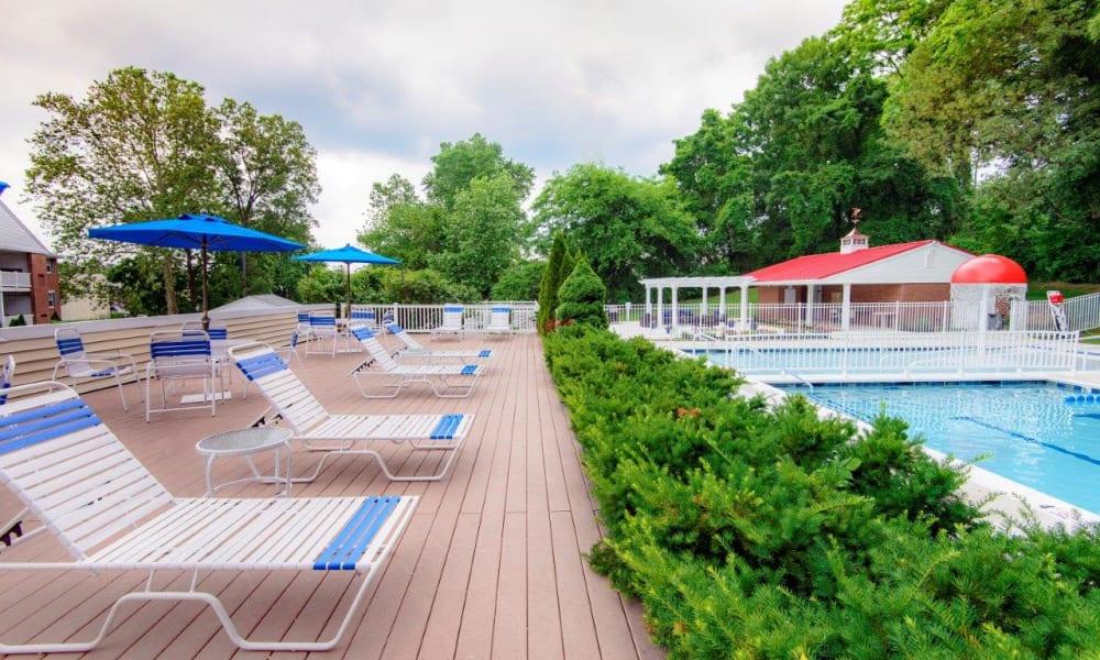 Poolside seating at Strafford Station Apartments in Wayne, Pennsylvania