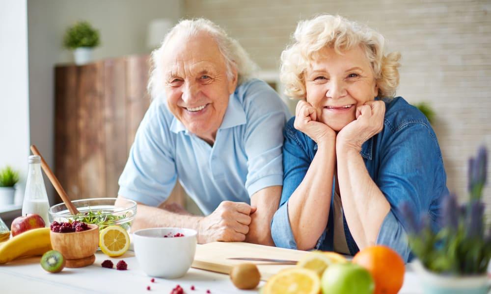 An elderly couple in their kitchen at Honeysuckle Senior Living in Hayden, Idaho