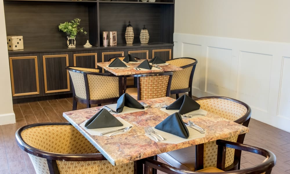 A casual resident meal room at Inspired Living in Sun City Center, Florida