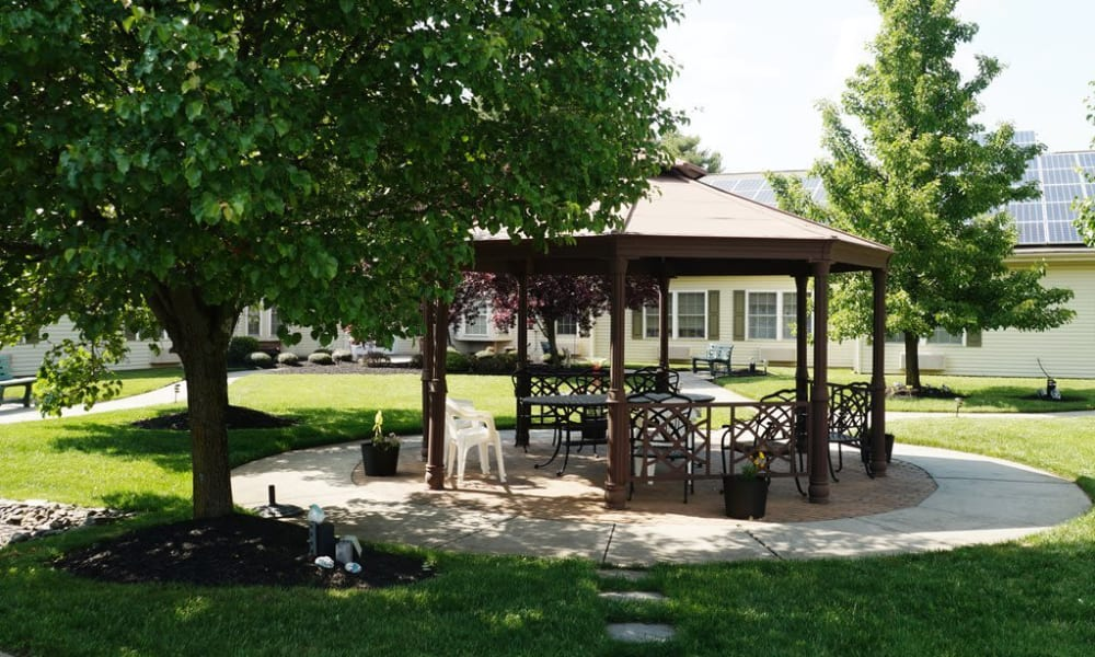 An outdoor patio area at Traditions of Cross Keys in Glassboro, New Jersey