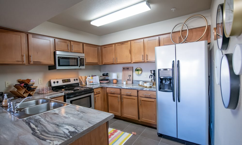 An apartment kitchen at Villas at Canyon Ranch in Yukon, Oklahoma