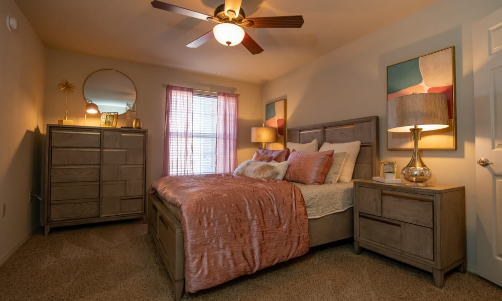 A large bed in a bedroom at Villas at Canyon Ranch in Yukon, Oklahoma