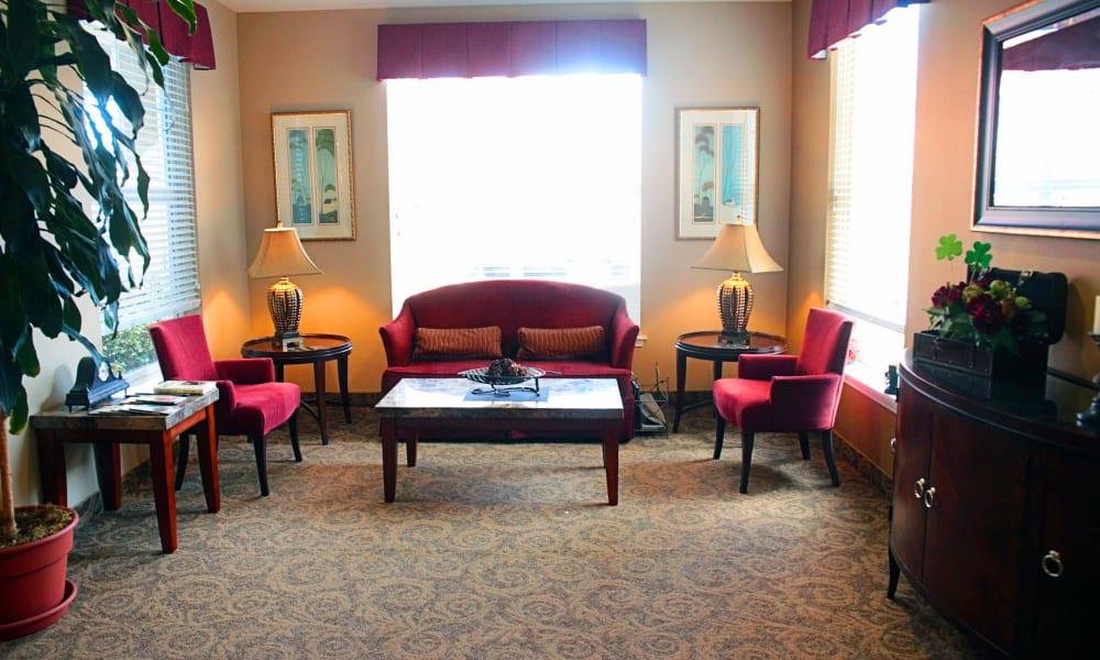 Lounge at Heron Pointe Senior Living in Monmouth, Oregon