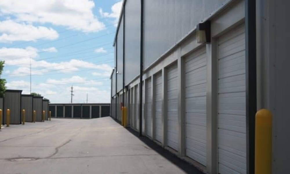 Auto storage units available for rent at Michigan Storage Centers in Farmington Hills, Michigan