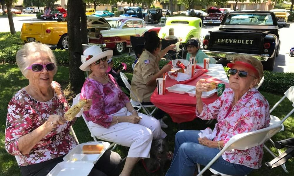 Group of residents outside eating barbecue at Quail Park on Cypress in Visalia, California