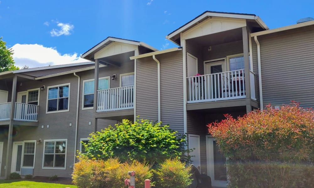 Beautiful exterior of the housing at Lakeland Senior Living in Eagle Point, Oregon