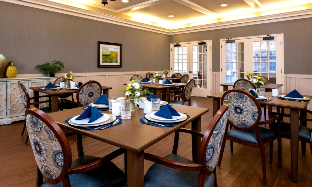 Dining at Forest Creek Memory Care in Overland Park, Kansas