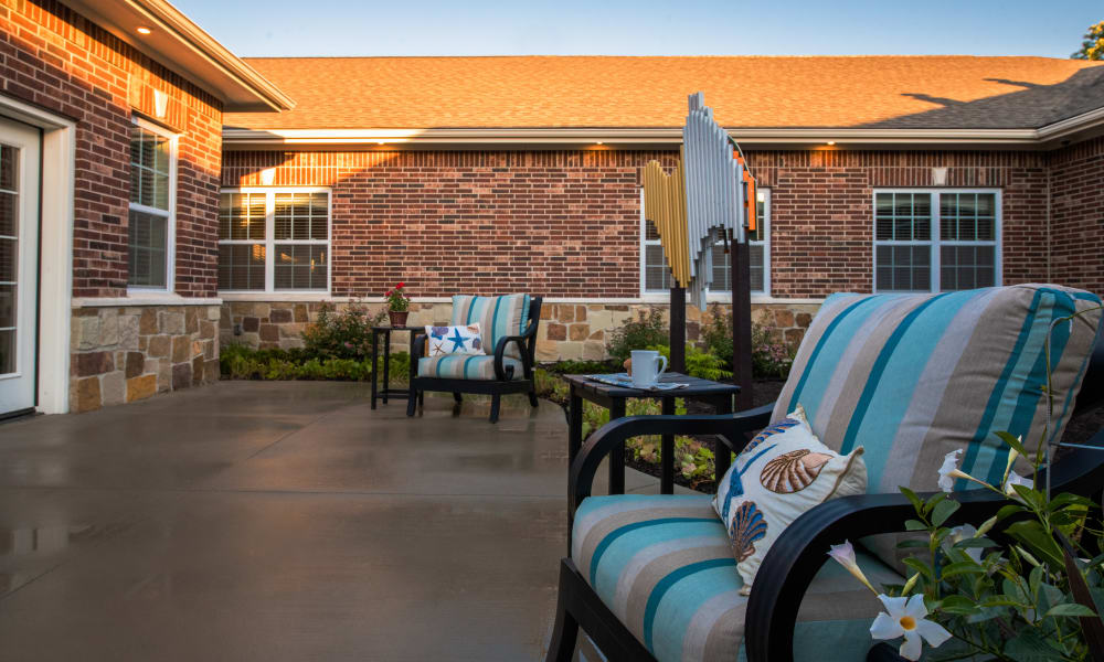 Outdoor Patio Living at Forest Creek Memory Care