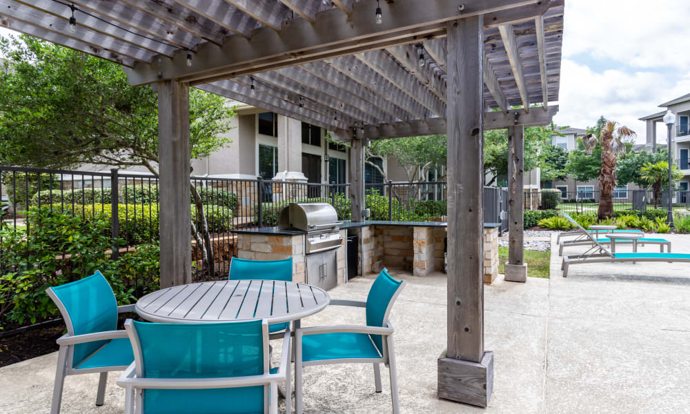 Outdoor seating at The Villas at River Park West in Richmond, Texas