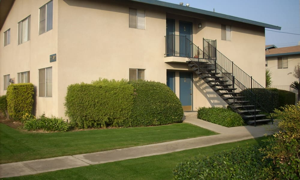 Exterior view of Highland View Court in Bakersfield, California