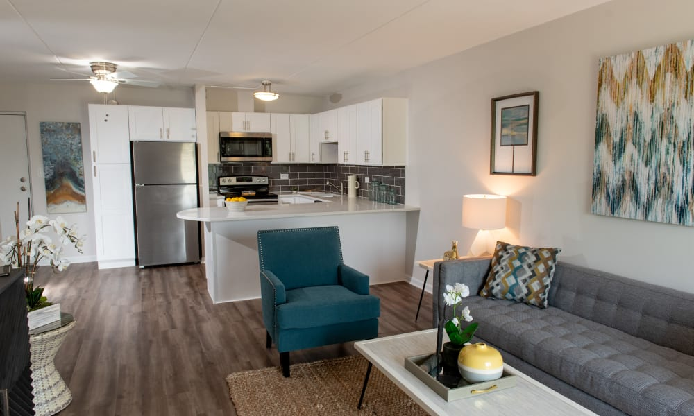 Living room at Mandalane Apartments in Wheeling, Illinois