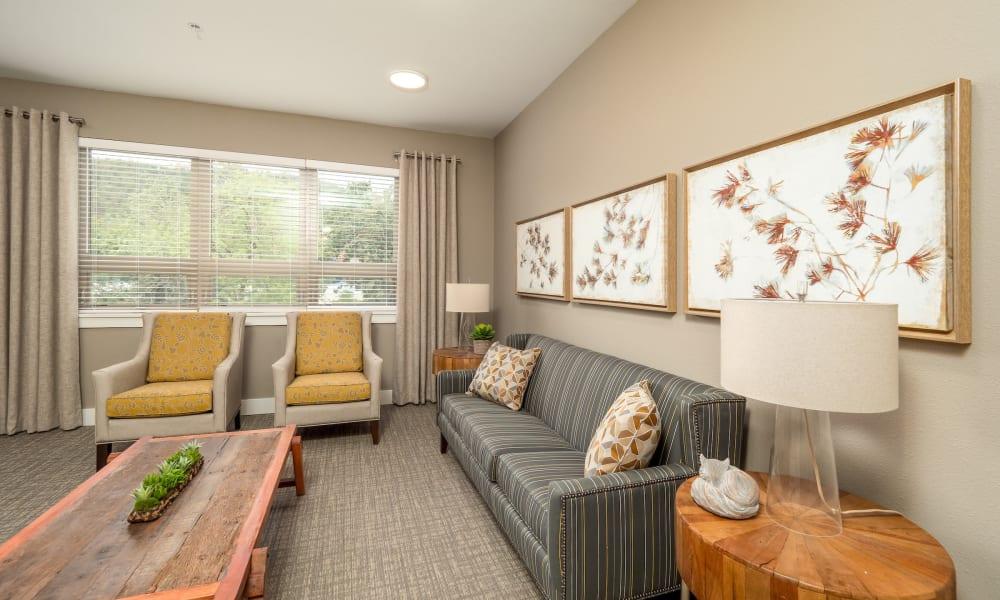 Living room at The Landing a Senior Living Community in Roseburg, Oregon
