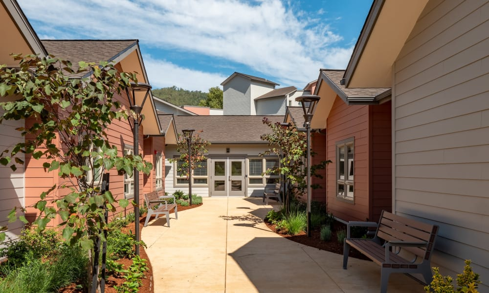 Courtyard at The Landing a Senior Living Community in Roseburg, Oregon