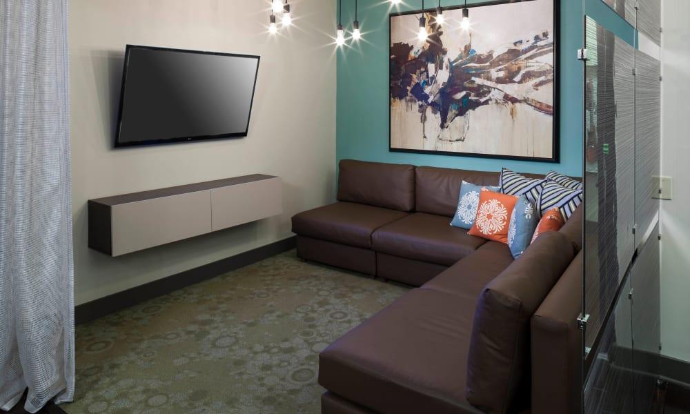 Communal lounge area at Bellrock Bishop Arts in Dallas, Texas