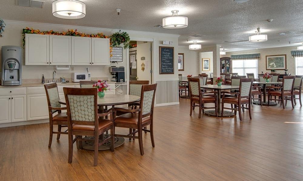 Large Dining Room at Carrington Place Senior Living in Pittsburg, Kansas