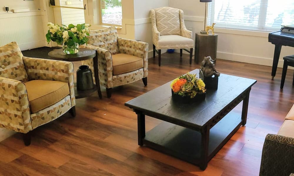 Living area at Lakeland Senior Living in Eagle Point, Oregon