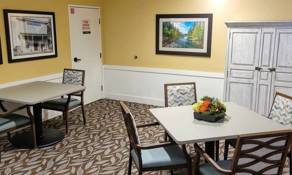 Tables at Lakeland Senior Living in Eagle Point, Oregon