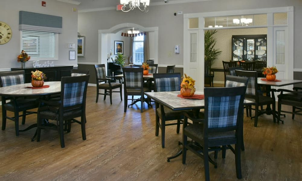 Family Style Dining at The Arbors at Parkway Cove Memory Care