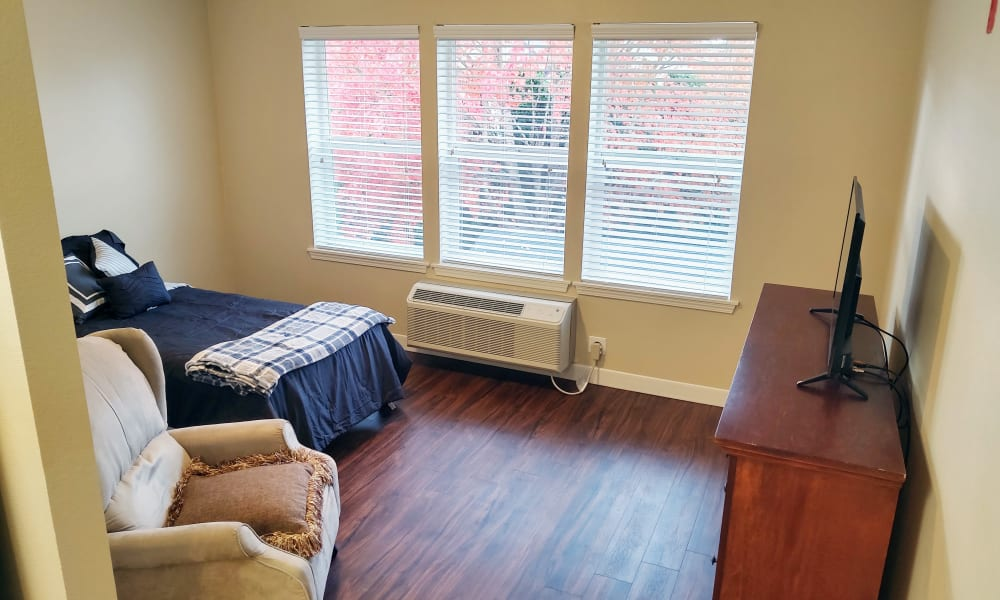 Bedroom at Heron Pointe Senior Living in Monmouth, Oregon