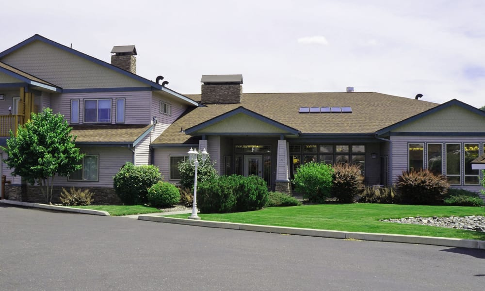 wide driveway leading to a villa at Generations at Lewiston in Lewiston, Idaho