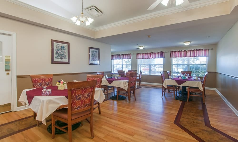 Resident dining room at Randall Residence of Troy in Troy, Ohio