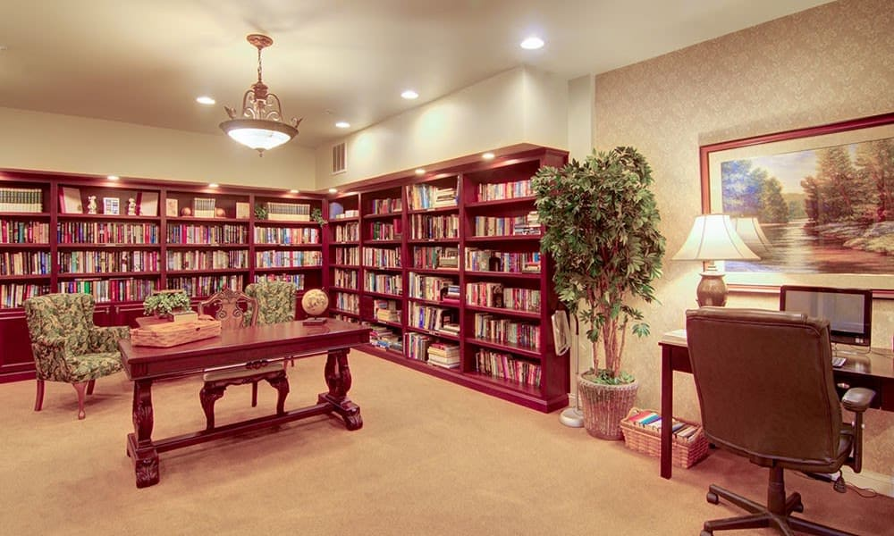 Resident library at Randall Residence of McHenry in McHenry, Illinois