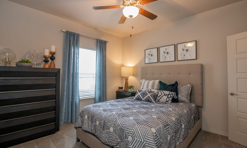 Bedroom with ceiling fan and carpet at Artisan Crossing in Norman, Oklahoma