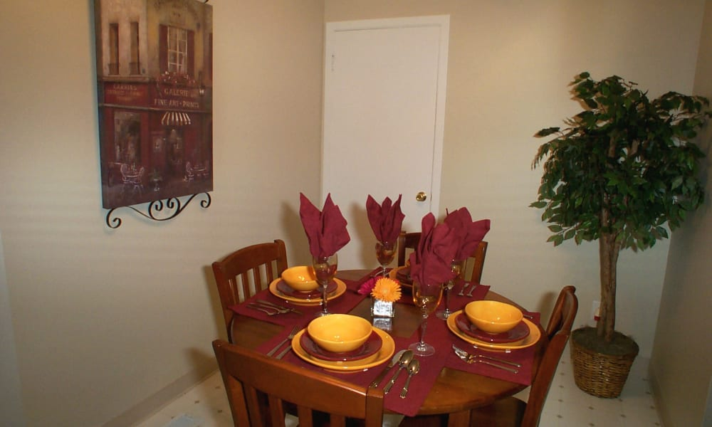 Dining table at Briarcliffe Apartments & Townhomes in Lansing, Michigan