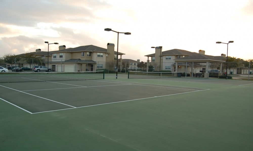 Tennis courts at Chateau des Lions Apartment Homes in Lafayette, Louisiana