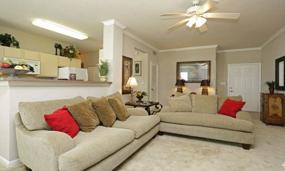 Living room at Chateau des Lions Apartment Homes in Lafayette, Louisiana