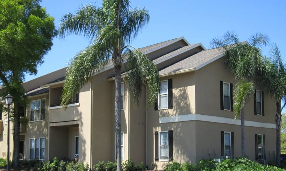 Apartment building at Tuscany Pointe at Tampa Apartment Homes in Tampa, Florida