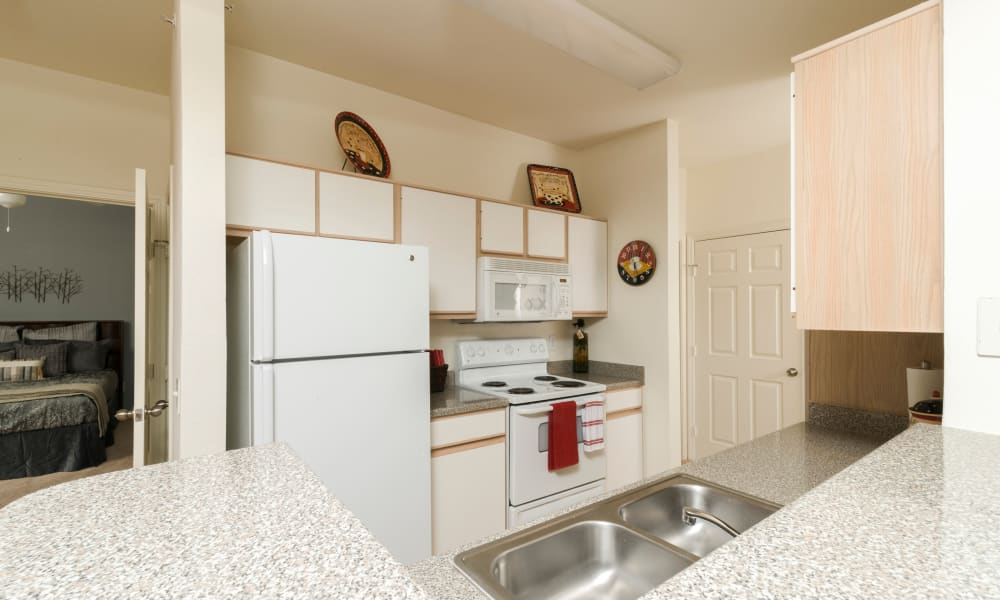 Open-concept kitchen at Villa du Lac Apartment Homes in Slidell, Louisiana