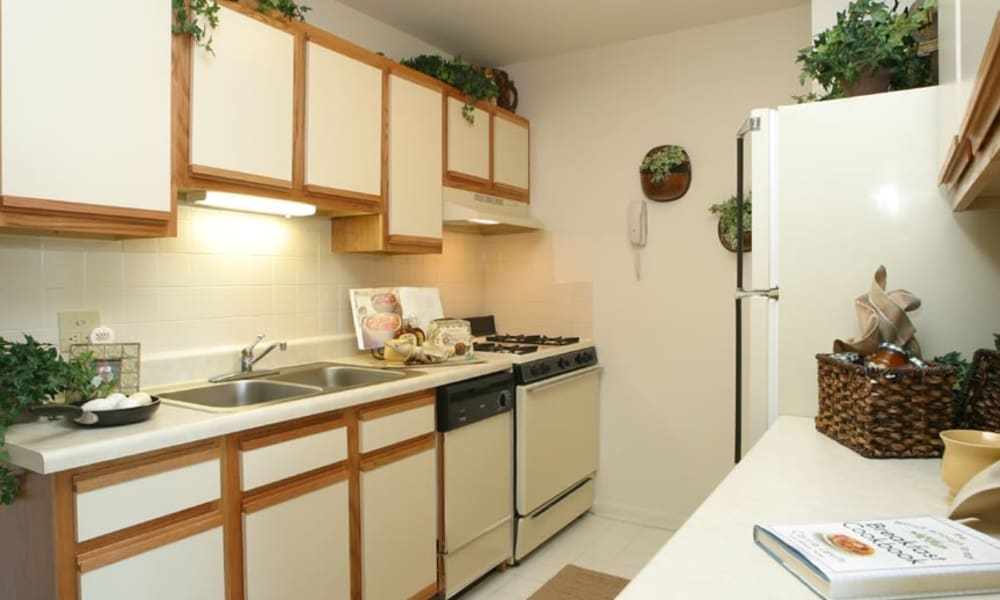 Spacious kitchen at Windsor Lakes Apartment Homes in Woodridge, Illinois
