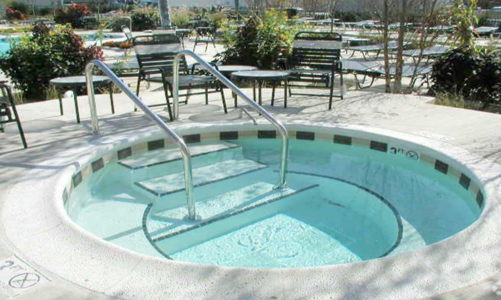 Hot tub at Windsor Lakes Apartment Homes in Woodridge, Illinois