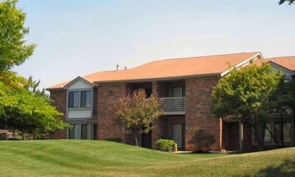 Beautiful lawns at Pavilion Court Apartment Homes in Novi, Michigan