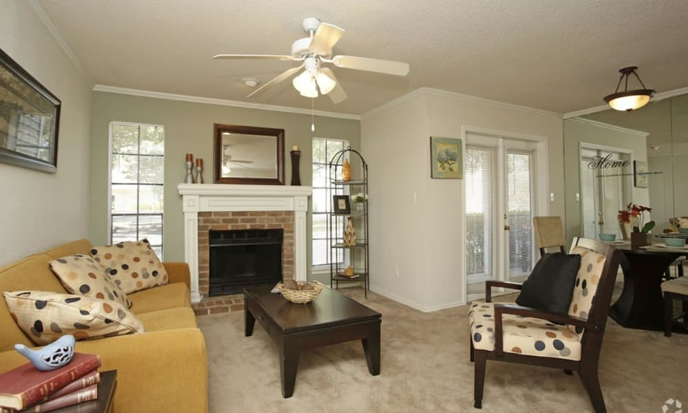 Living room at Peppertree Apartment Homes in Lafayette, Louisiana