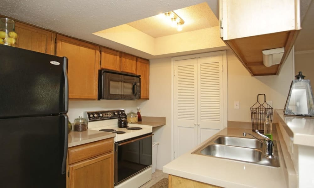 Kitchen at Peppertree Apartment Homes in Lafayette, Louisiana