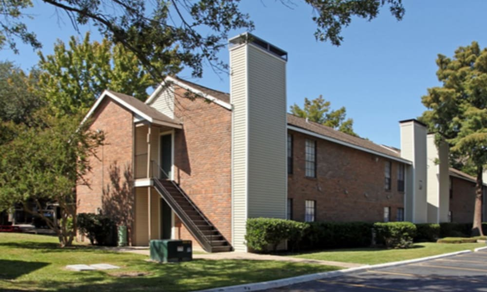 Apartment building at Peppertree Apartment Homes in Lafayette, Louisiana
