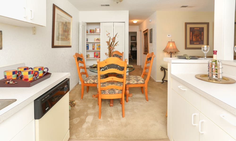 Kitchen and dining room at Pointe Sienna Apartment Homes in Jacksonville, Florida