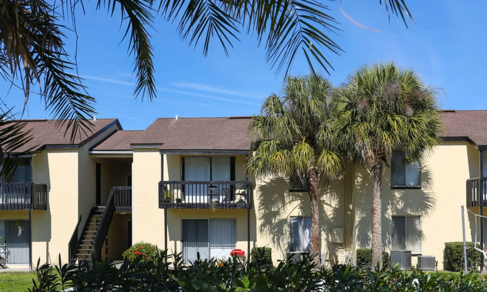 Apartment building at Pointe Sienna Apartment Homes in Jacksonville, Florida