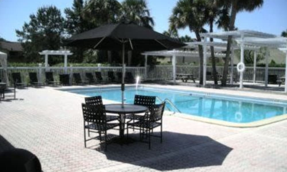 Swimming pool at Pointe Sienna Apartment Homes in Jacksonville, Florida