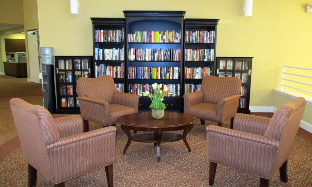 Library and chairs at Woodside Senior Living in Springfield, Oregon