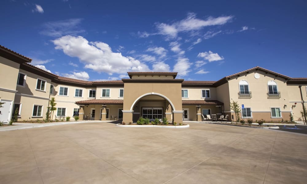 Front of the building at The Pointe at Summit Hills in Bakersfield, California.