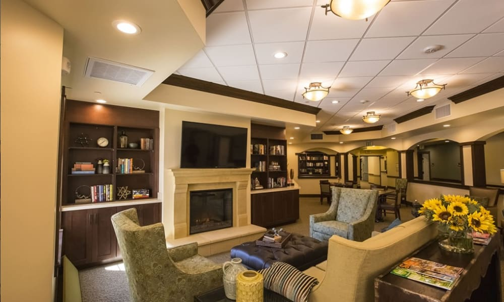 comfy lounge area at The Pointe at Summit Hills in Bakersfield, California