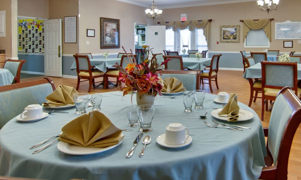 A resident dining room at The Arbors at Dunsford Court in Sullivan, Missouri.