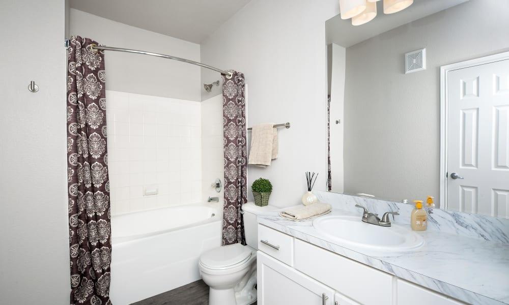 Clean bathroom at The View at Encino Commons in San Antonio, Texas