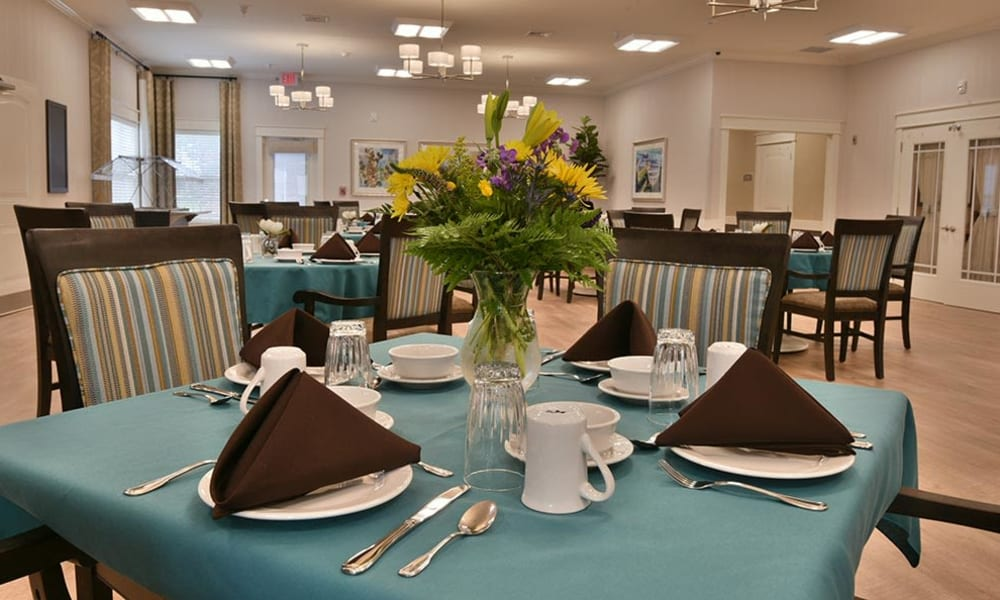 Family style dining in Saint Joseph assisted living - Field Pointe Assisted Living