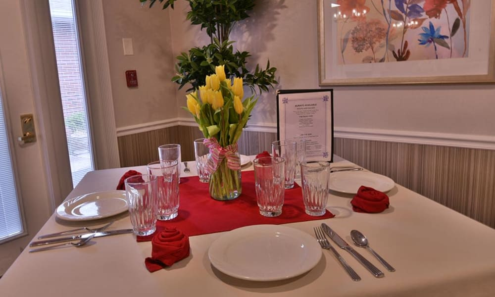 Family Style Dining at Springfield Heights in Springfield, Tennessee